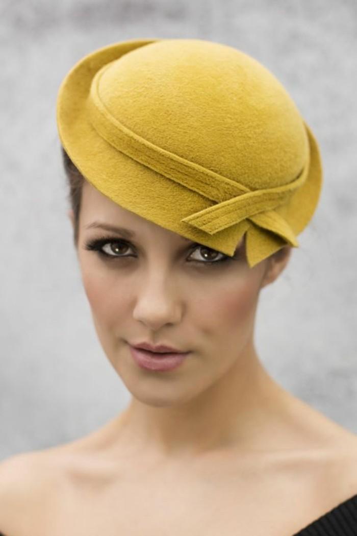 quelle-couleur-avec-le-jaune-bonnet-élégant-rétro-style