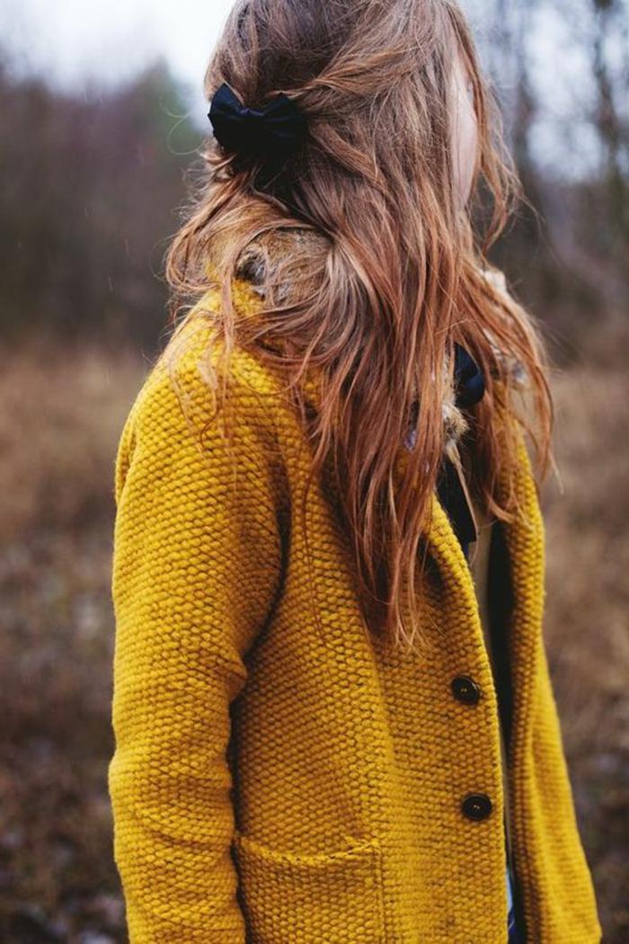quelle-couleur-avec-le-jaune-veste-longue-en-feutrine