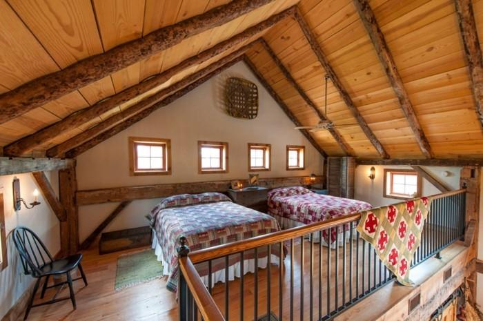 renovation-ferme-lits-en-couvertures-multicolores-fenetres-parquet-en-bois