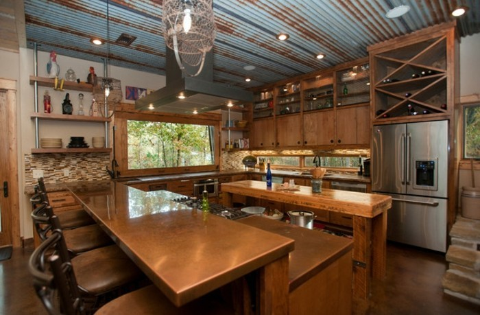 renover-grange-en-maison-cuisine-moderne-bien-equipee-refrigerateur-bar