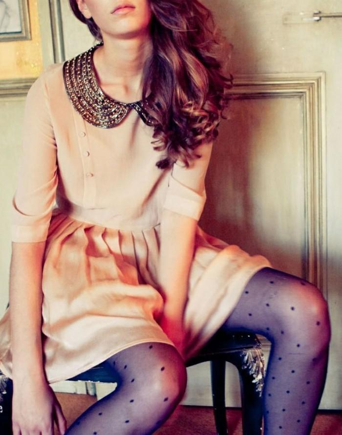 robe-élégante-avec-faux-col-claudine-en-bijou