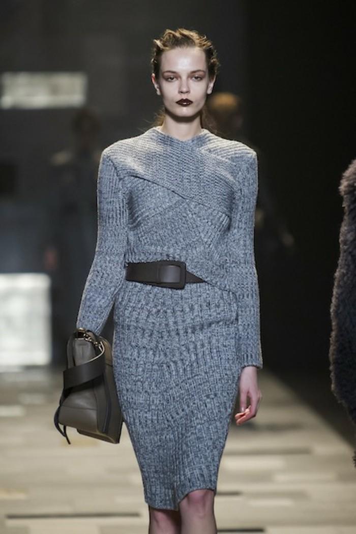 robe-en-laine-Trussardi-silhouette-sublimee-taille-de-guepe