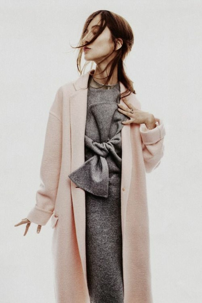 robe-en-laine-en-gris-foncé-au-grand-noeud-devant
