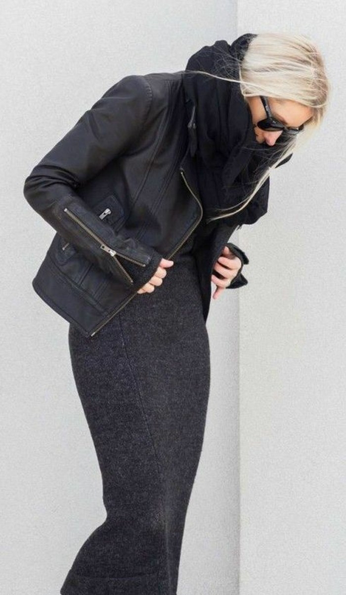 robe-en-laine-femme-City-Chic-en-noir-portée-avec-une-veste-rockeur