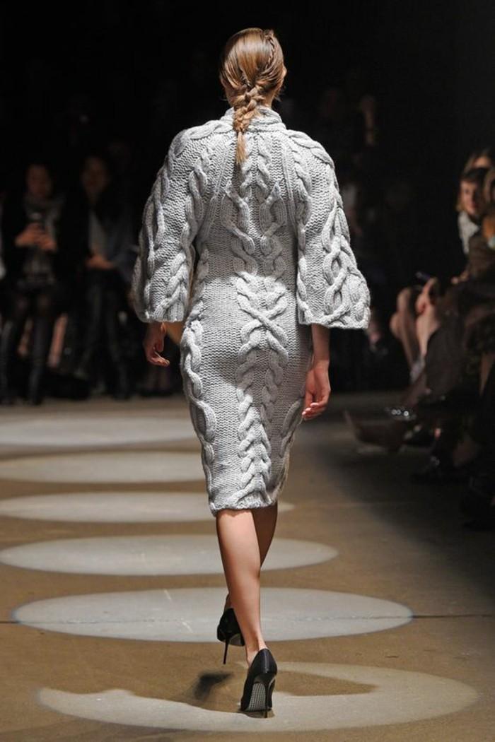 robe-en-laine-vue-de-dos-en-beige