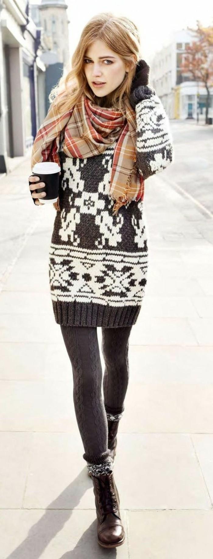 robe-laine-mini-avec-des-motifs-nordiques