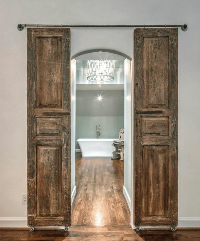 salle-de-bain-rustique-avec-système-porte-coulissante-pas-cher