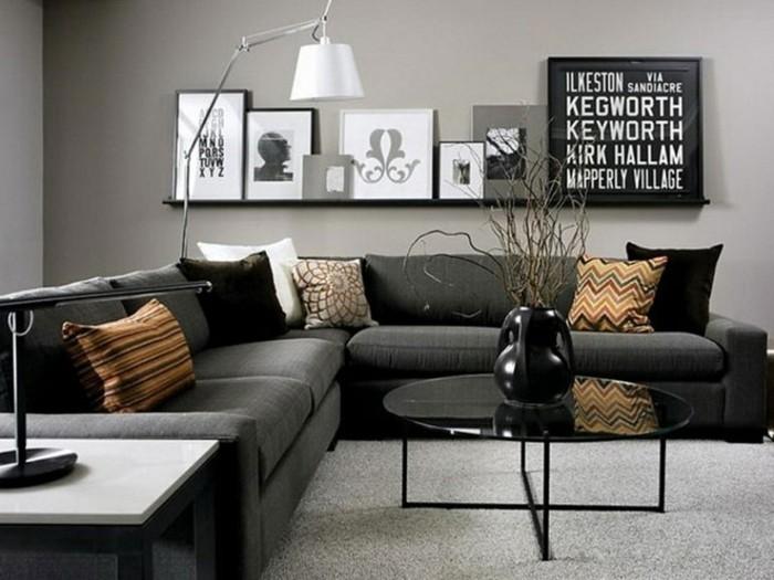 salon-gris-et-noir-étagère-noire-table-de-salon-sofas-gris