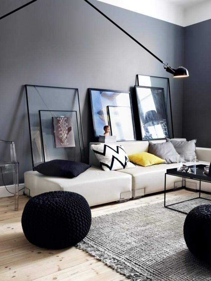 salon-noir-et-gris-pouf-tricoté-mur-gris-et-tapis-gris