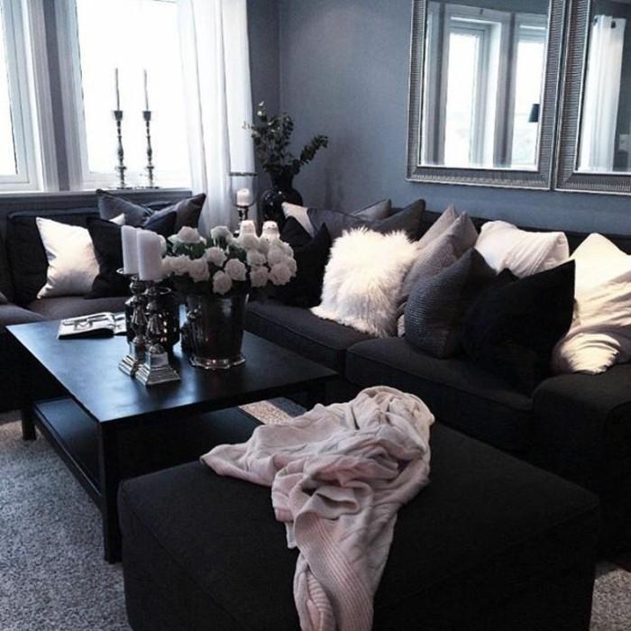 salon-noir-et-gris-sofa-noir-tapis-gris-coussins-déco-noirs-et-blancs