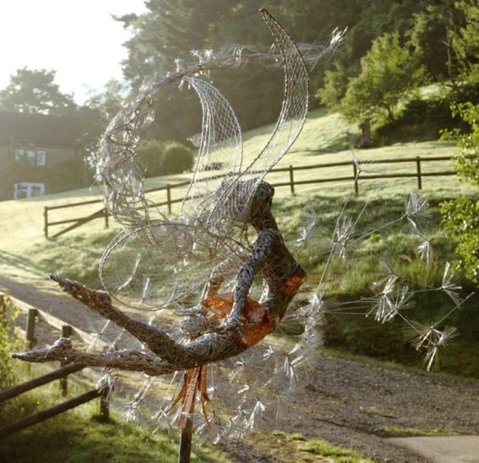 sculpture-en-fil-de-fer-danser-dans-la-nature-soleil
