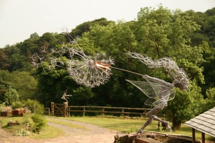 sculpture-en-fil-de-fer-des-cheveux-souffles-par-le-vent
