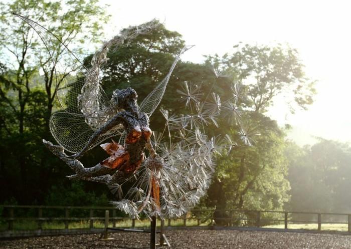 sculpture-en-fil-de-fer-figure-de-femme-presque-reelle