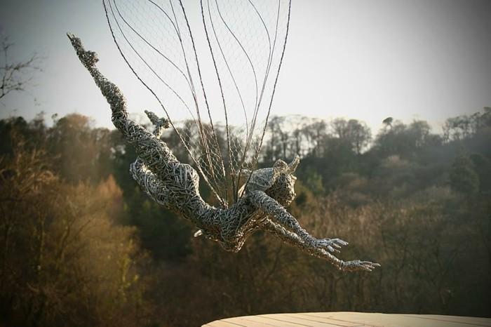 sculpture-en-fil-de-fer-prendre-le-risque-essayer-de-voler