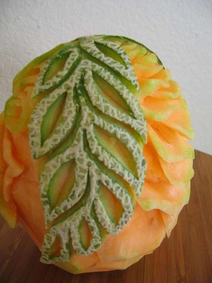 sculpture-pasteque-feille-gravé-sur-melon