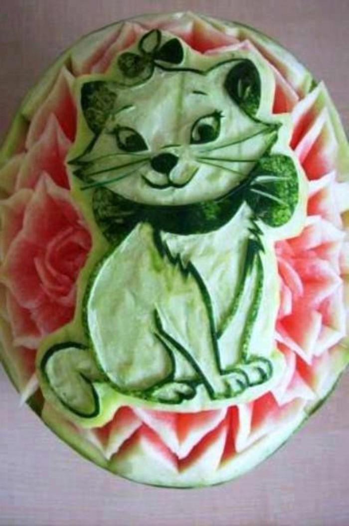 sculpture-pasteque-animaux-sympathiques-faits-avec-des-fruits