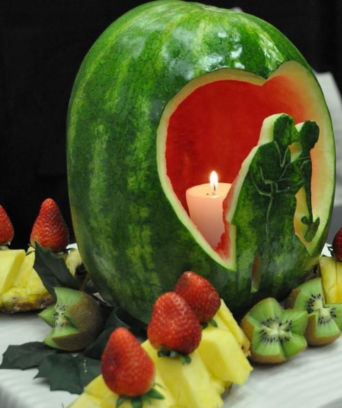 sculpture-pasteque-decoration-de-fetes-romantiques-et-
