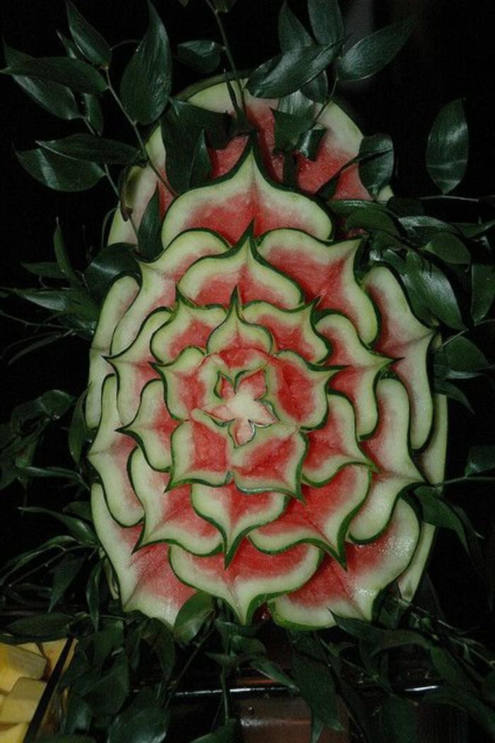 sculpture-pasteque-joli-travail-sur-fruits-et-légumes