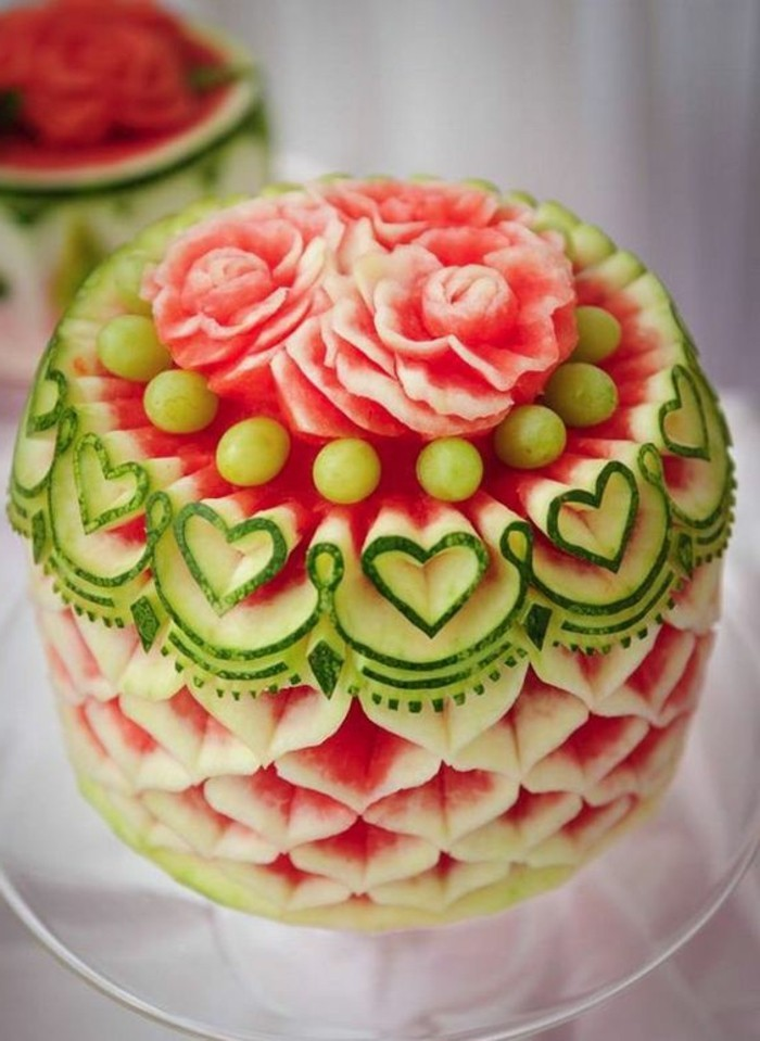 sculpture-pasteque-jolie-sculpture-en-pasteque-art-avec-des-fruits
