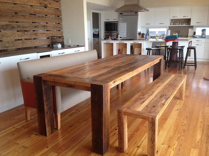 table-a-manger-en-bois-pour-un-style-vintage-rustique