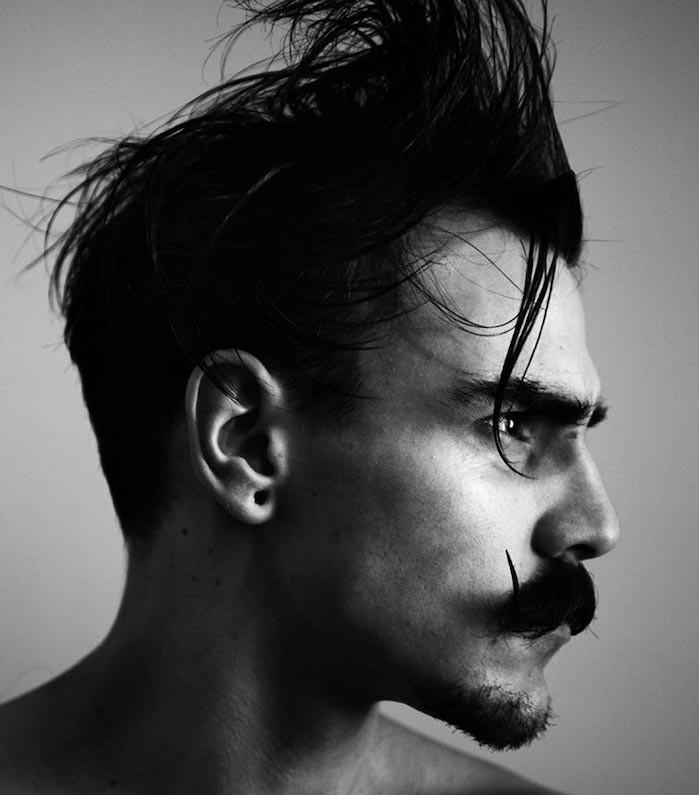 tailler moustache année 20 coupe pompadour barbe homme style pointu