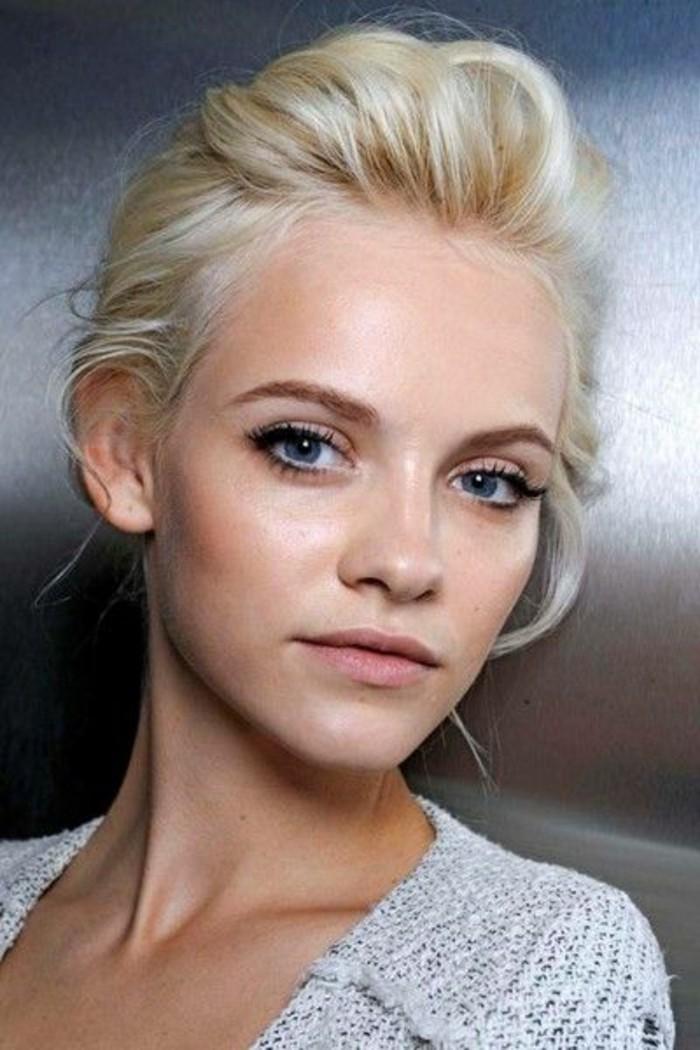 tendance-couleur-de-cheveux-blond-polaire-maquillage-nude