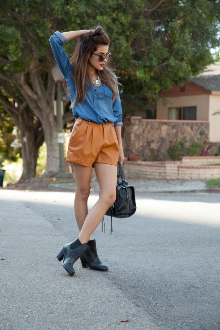 tenue-avec-chemise-en-jean-sac-a-main-et-bottines-noirs-elegance