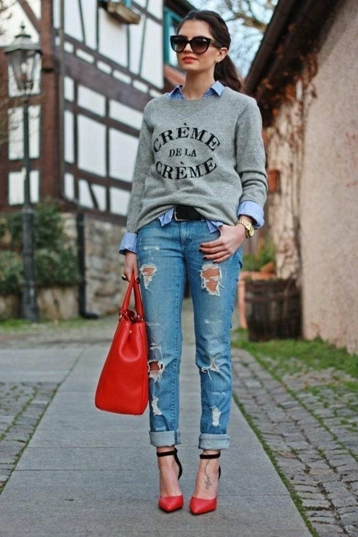 tenue-avec-chemise-en-jean-sac-a-main-et-chaussures-rouges-manucure-noire