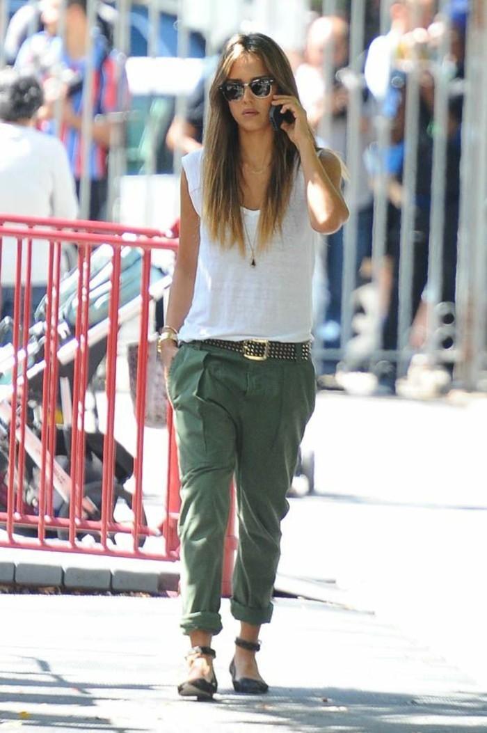 tenue-avec-pantalon-kaki-jessica-alba-tenue-pour-chaque-jour-look-négligé