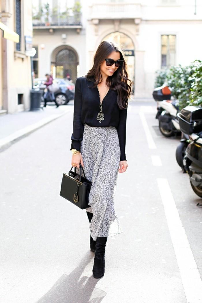 tenue-commerciale-femme-vision-chic-avec-une-jupe-longue-et-chemise-noire-modèle-élégant