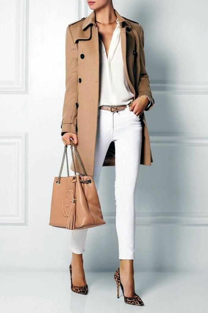 tenue-professionnelle-femme-style-élégant-pantalon-et-chemise-en-blanc-veste-et-sac-a-main-beiges
