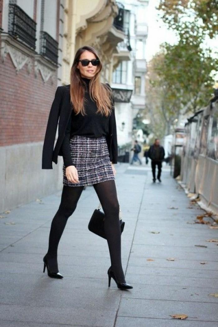 tenue-professionnelle-femme-style-moderne-avec-une-jupe-carrée-et-collants-veste-noire