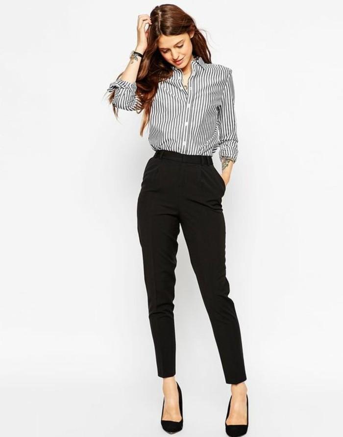 tenue-professionnelle-femme-vision-élégante-pantalon-noir-et-chemise-rayée
