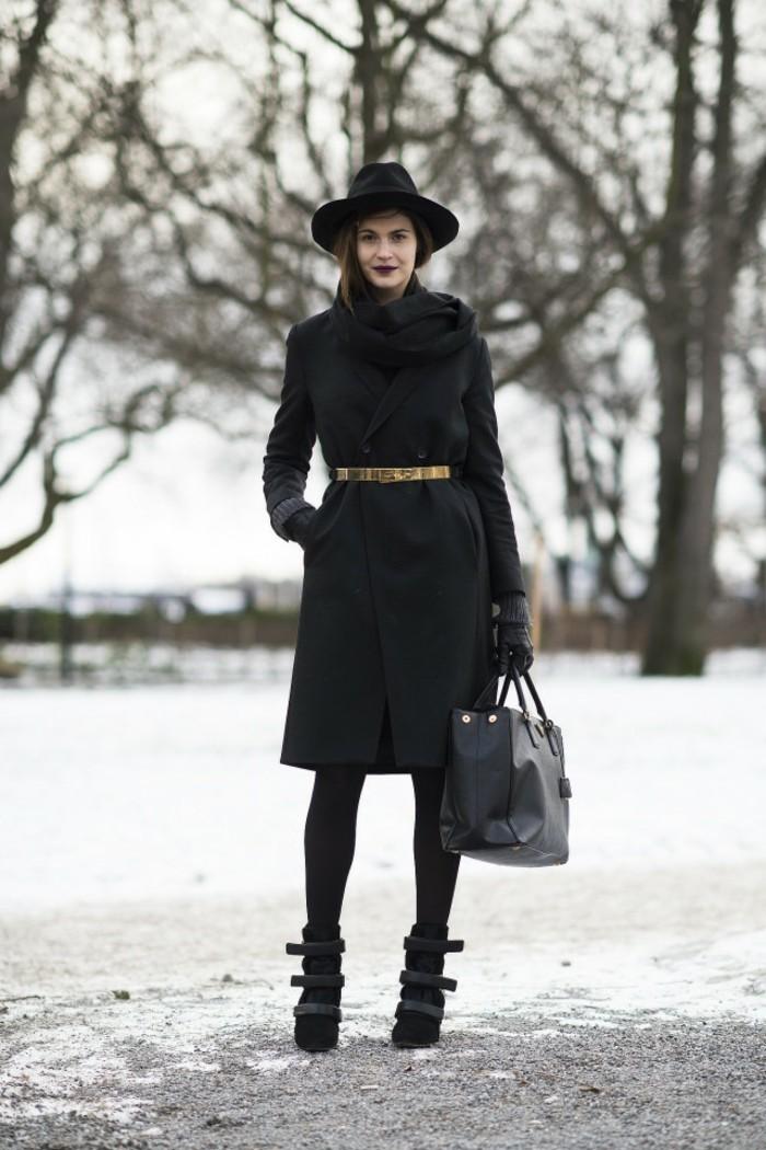 tenue-professionnelle-femme-vision-d'automne-éléngance-couleurs-foncées-ceinture-or-chapeau