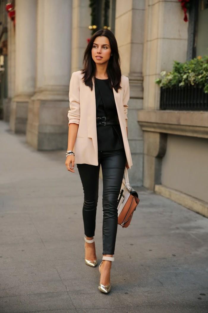 tenue-travail-en-noire-avec-une-veste-et-sandales-en-beige-et-argent
