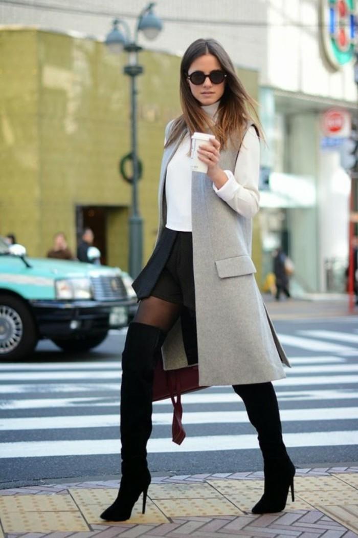 tenue-vestimentaire-au-travail-élégance-shorts-avec-collant-et-bottes-aux-genoux-manteau-sans-manches