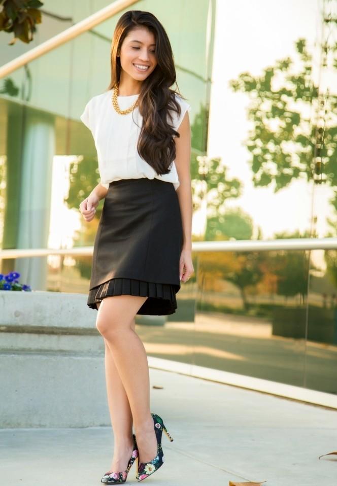 tenue-vestimentaire-au-travail-beauté-féminine-naturelle-jupe-noire-chemise-blanche