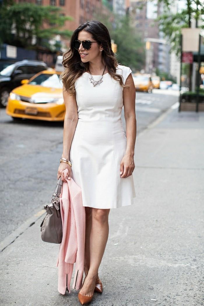 tenue-vestimentaire-au-travail-femme-élégance-et-finesse-robe-blanche