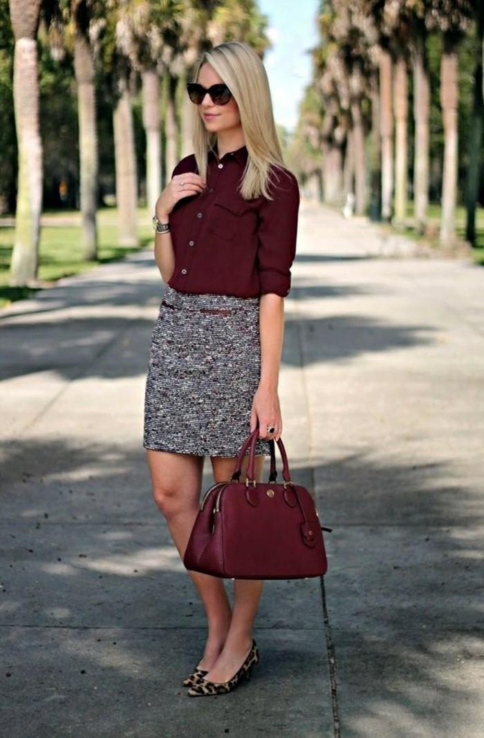tenue-vestimentaire-au-travail-vision-éléngate-avec-une-chemise-et-un-sac-à-dos-bordeaux