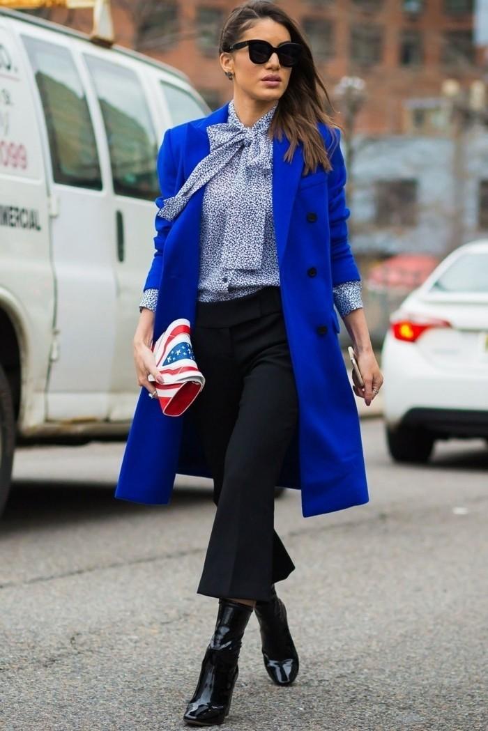 tenue-vestimentaire-au-travail-vision-chic-avec-une-veste-en-bleu-et-sac-à-main-coloré