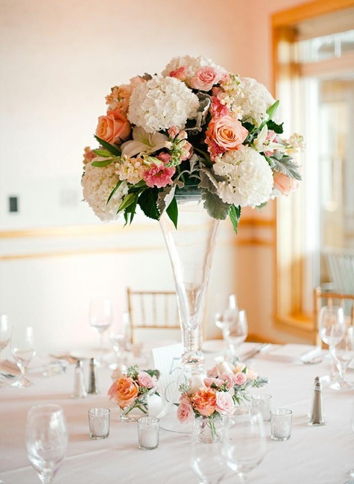 themes-mariage-idees-decoration-mariage-grande-vase-deco-mariage-blanc-et-rose