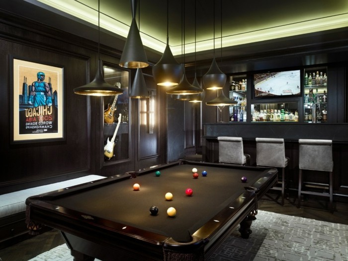 transformer-garage-en-habitation-creer-un-endroit-masculin-table-de-billard-bar-design-noir