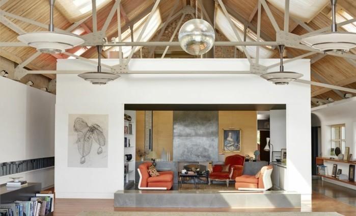 transformer-un-hangar-en-maison-ambiance-moderne-en-couleurs-claires-blanc-et-beige