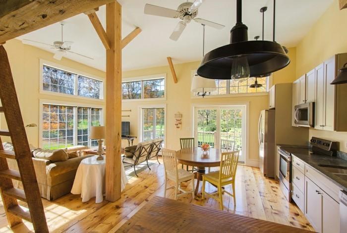 transformer-un-hangar-en-maison-cuisine-equipee-moderne-lustre-noire-grandes-fenetres