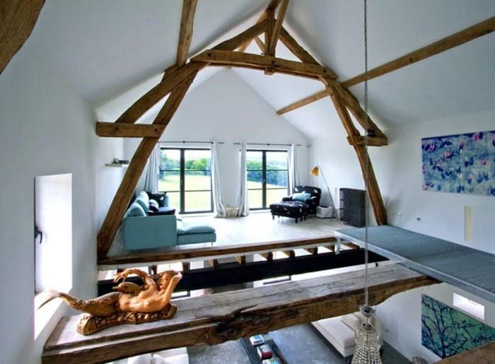 transformer-un-hangar-en-maison-statuette-decorative-nymphe-lustre-en-cristaux-couleurs-claires-blanc-et-bleu