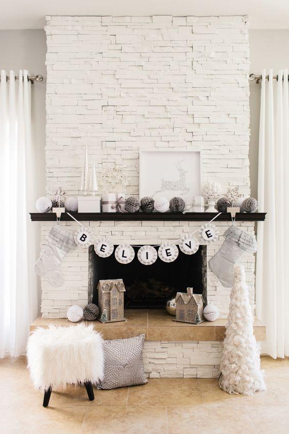 transformer-une-cheminee-rustique-en-moderne-blanc-immacule-decoration-festive