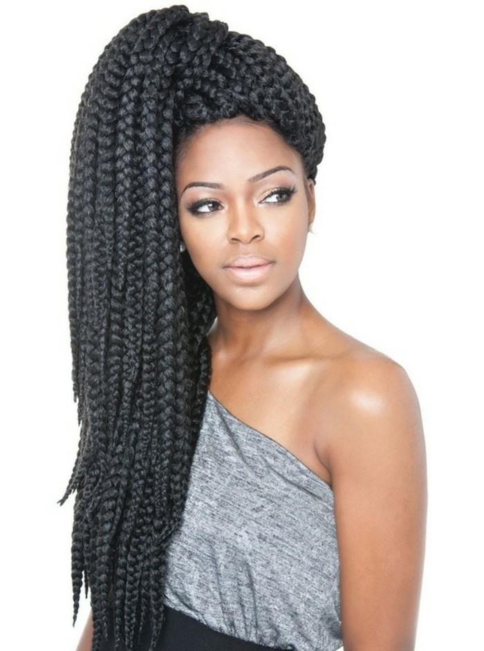 tresse-africaine-sur-le-coté-cheveux-noirs-et-longs-beauté-féminine