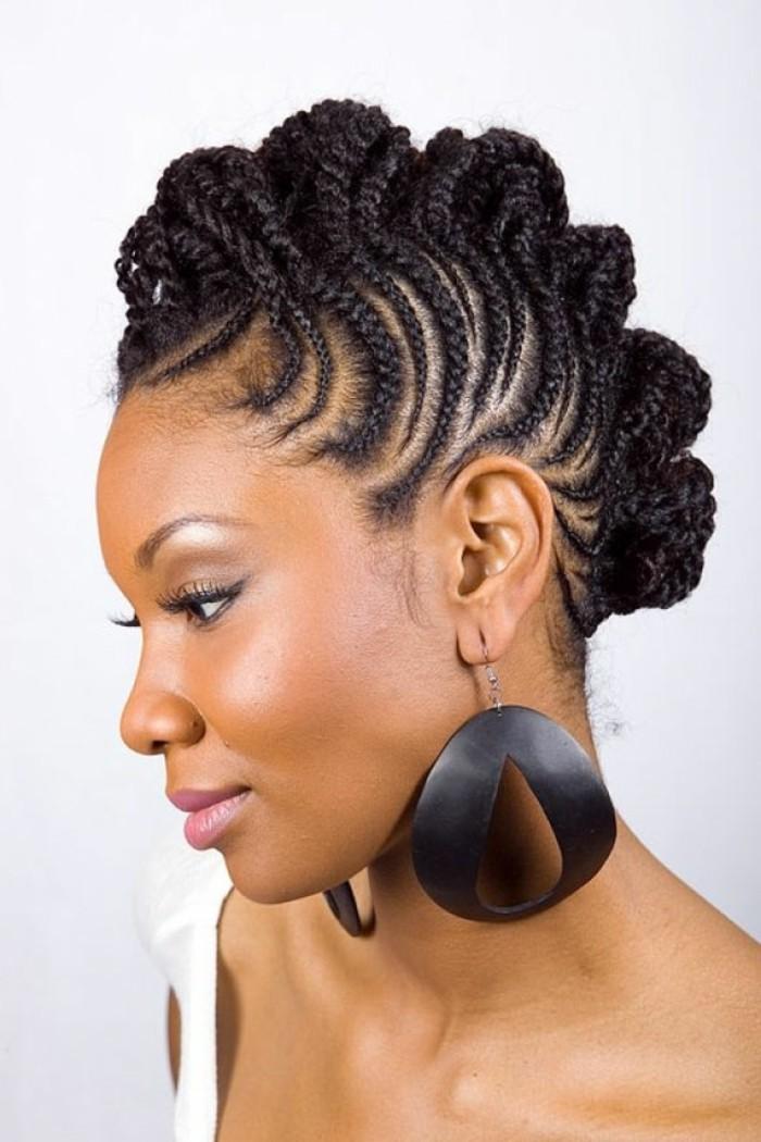 tresse-africaine-sur-le-coté-coiffure-cheveux-longs-détachés