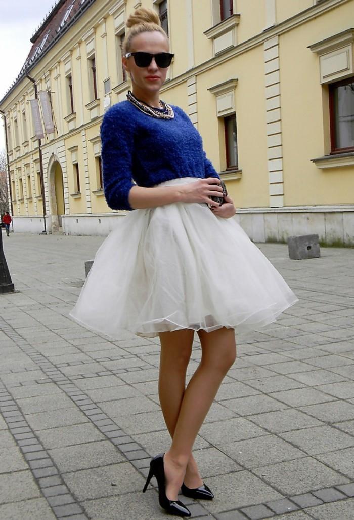 tutu-femme-blouse-bleue-escarpins-noirs