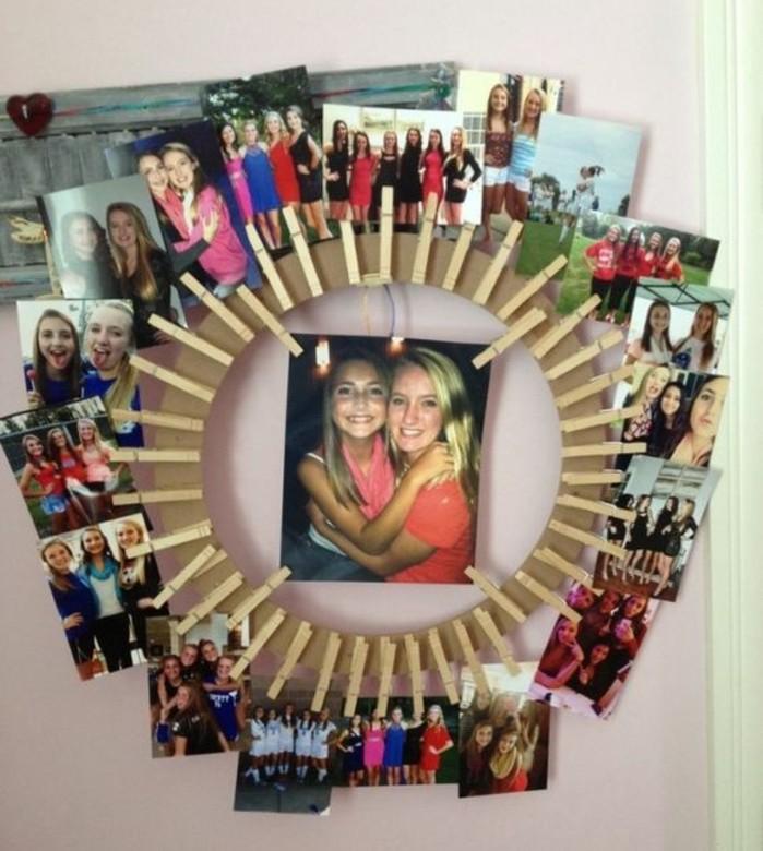 un-album-photo-mural-avec-des-photos-rangées-sur-un-cercle-en-carton-et-accrochés-par-de-pinces-a-linge-en-bois-cadeau-pour-une-amie